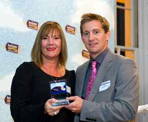 Emirates wins the Best Airline category at the HolidayExtras.com Awards