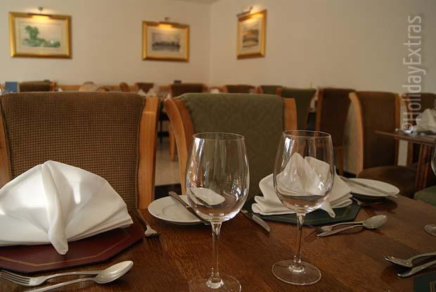 Dining room at the Gatwick Acorn Lodge