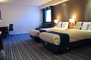 The Gatwick Holiday Inn Express offers spacious twin rooms