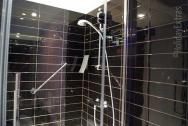 The clean showers in the Holiday Inn Express Gatwick en suites