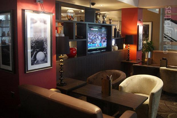 Charlie Frys sports bar shows a variety of sporting events on its large TV