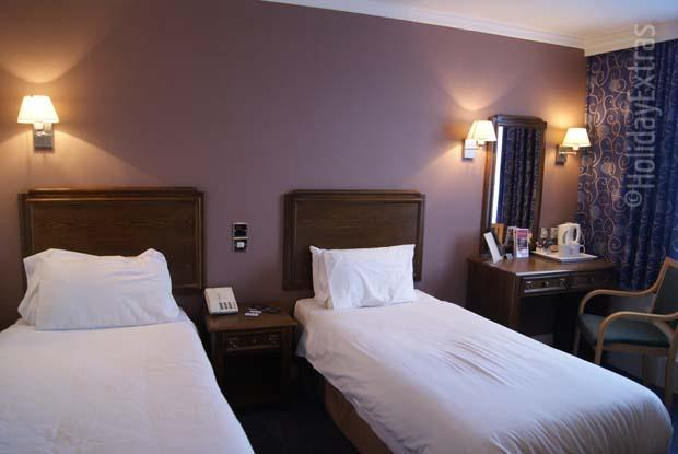 Gatwick Ramada Crawley Hotel twin bedroom