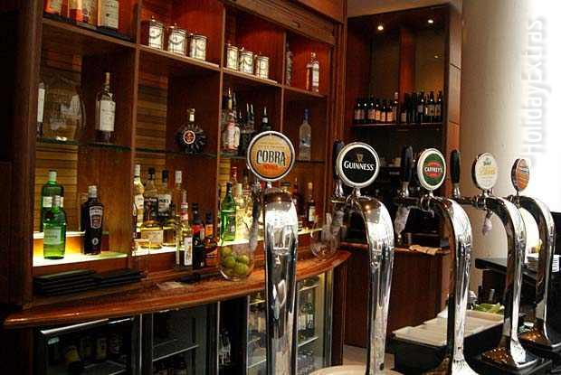 Draft beer and other drinks are available at the Gatwick Sofitel Terrasse bar