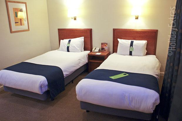A twin room at the Holiday Inn Ariel