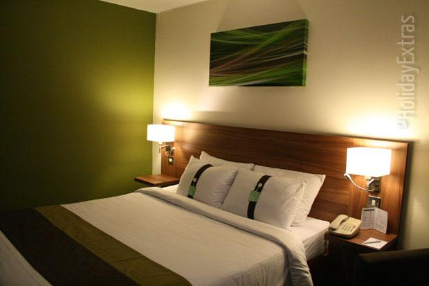 Holiday Inn Slough Windsor bedroom