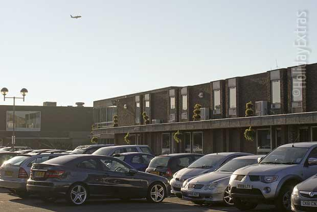 Cars parked at the Thistle hotel Heathrow
