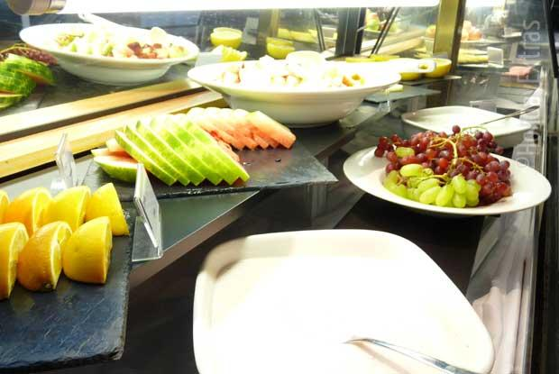 Fruit and yoghurt for breakfast at the Thistle hotel Heathrow