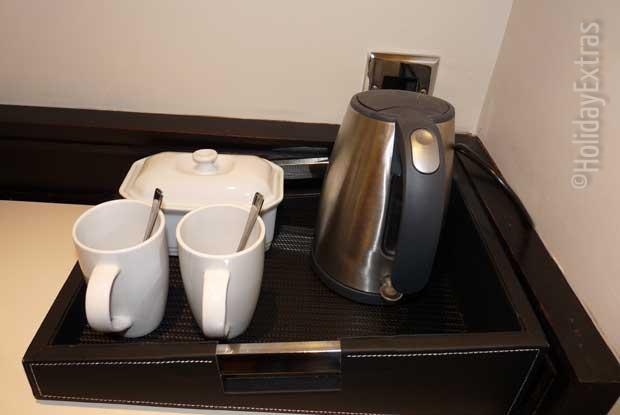 The all important tea and coffee making facilities at the Heathrow Thistle