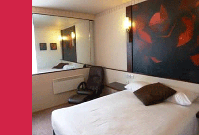 Bedroom at the Glasgow Airport Ramada Hotel