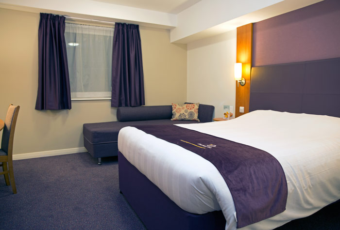 Glasgow Airport Premier Inn Room